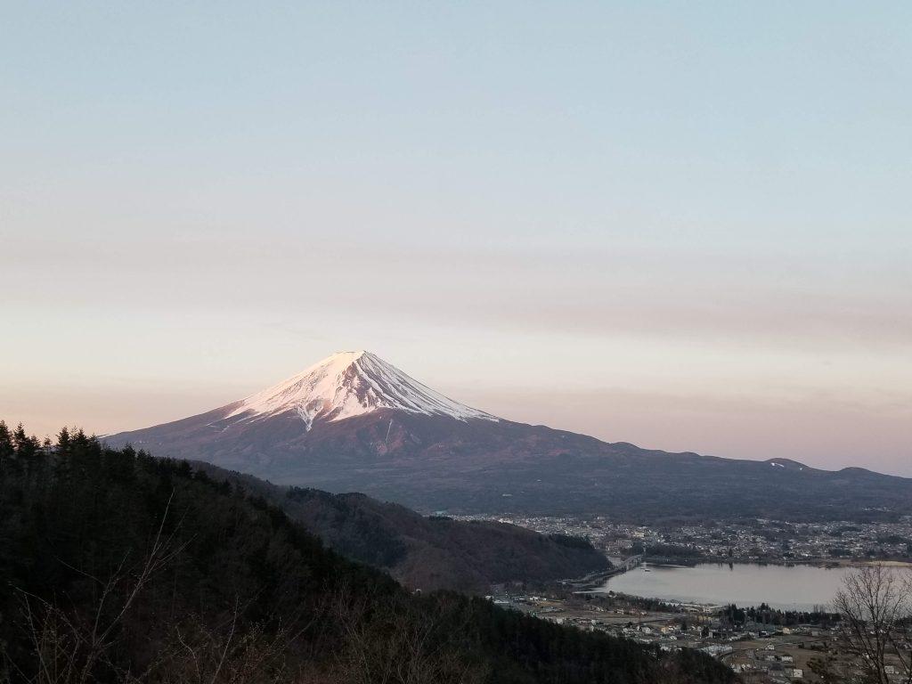 早朝の富士山、絶景ポイント