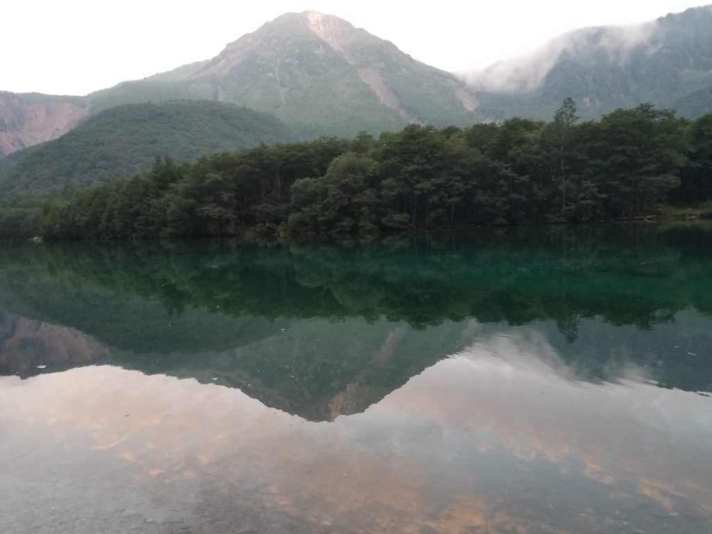 大正池に写る焼岳
