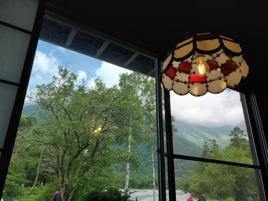 窓から穂高連峰が望める 大正ロマンな雰囲気なのです
