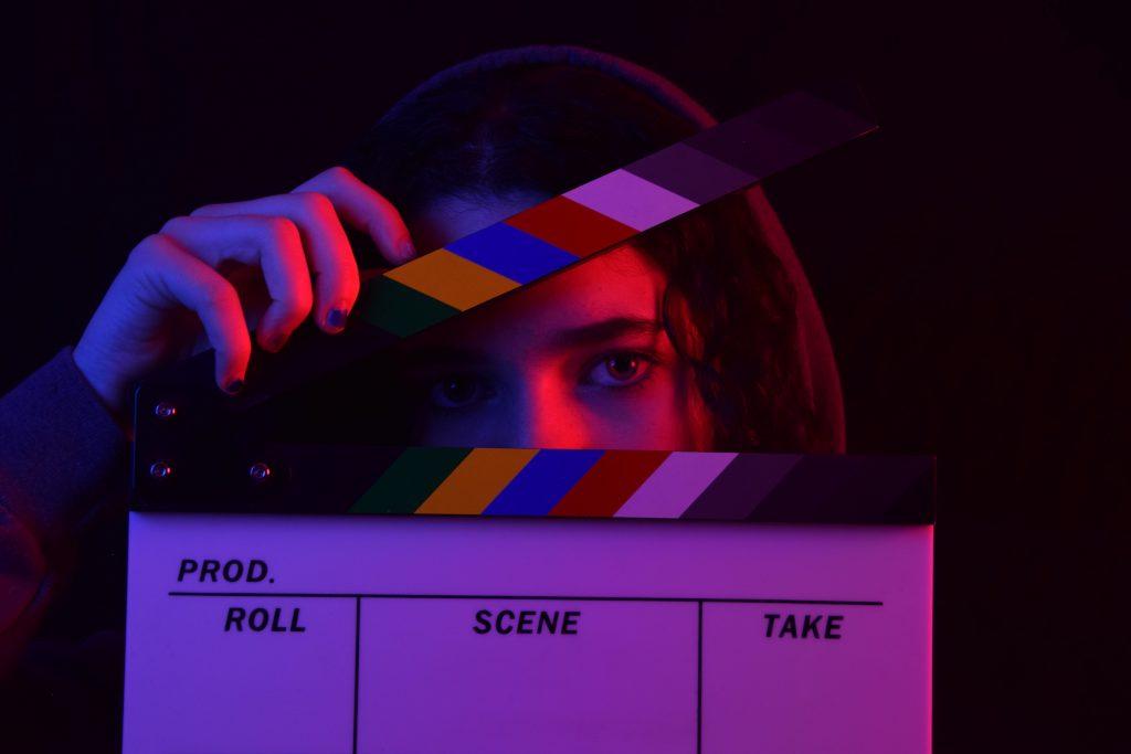 .養成所や演技・映画学校に入る。イメージ